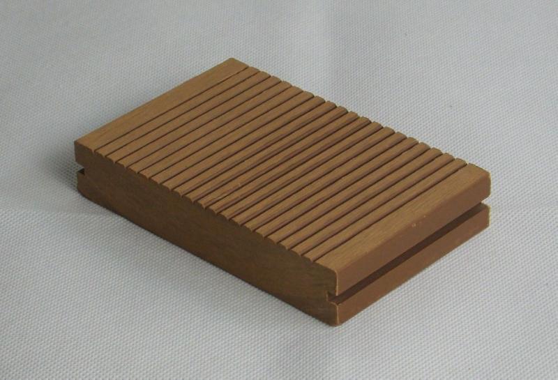 供应青岛木塑133宽厚24实芯地板