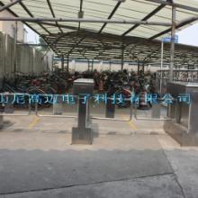 供应NGM圆柱摆闸、小区商场人行通道闸机、双向单通道自动摆闸图片
