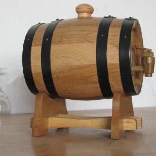 橡木酒桶图片