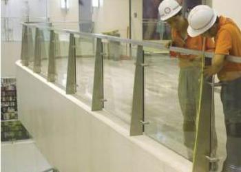 不锈钢扁钢立柱栏杆/玻璃栏杆图片