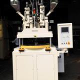 供应双色双料系列立式注塑机厂家直销/德润双色立式注射成型机