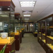 青釉弦纹瓶的鉴定,青釉的展览,瓷器拍卖鉴定征集