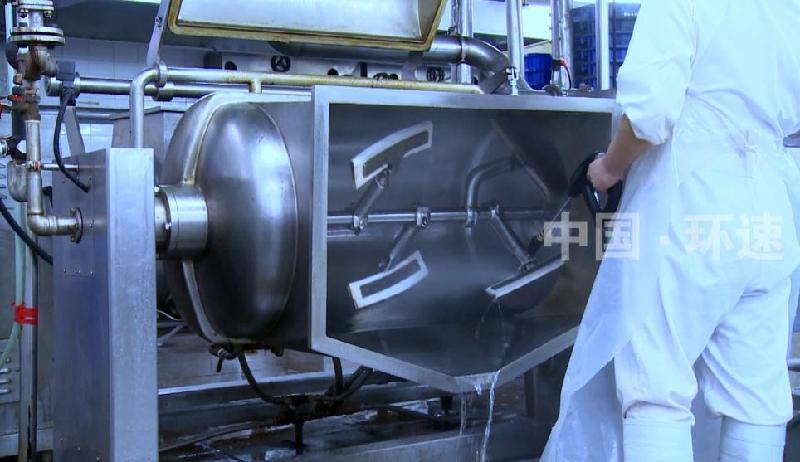 真空蒸汽搅拌锅,外接蒸汽加热系统,真空搅拌物料混合更彻底