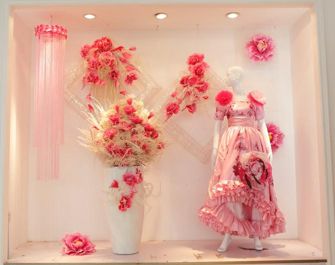婚纱橱窗展示效果图图片 橱窗展示设计效果图婚纱图片