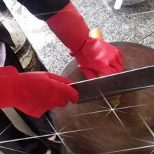 供应大红色乳胶家务手套洗衣服洗碗防护劳保手套乳胶家用手套批发图片