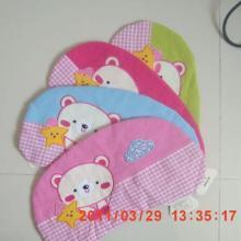 供应顽皮小熊婴幼儿保健枕儿童寝具儿童床上用品批发