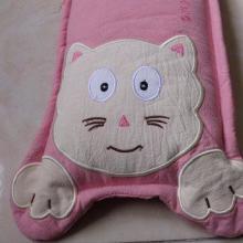供应婴幼儿保健枕大脸猫款三件套四件套儿童寝具批发