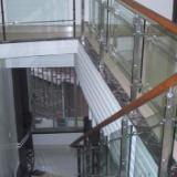 供应不锈钢实木夹玻璃护栏安装