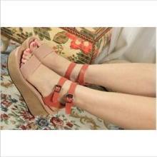 供应2012时尚新款欧美杂志版火爆上市后包跟靴款铆钉坡跟凉鞋批发