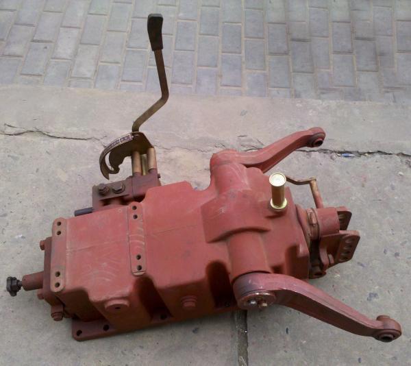 供应洛阳一拖东方红554拖拉机液压提升器总成图片图片