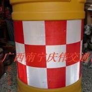 塑料防撞桶吹塑防撞桶隔离墩防撞图片