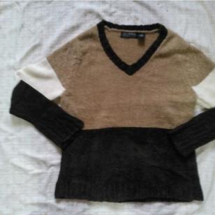 服装批发毛衣开衫打底衫棉服秋冬装图片