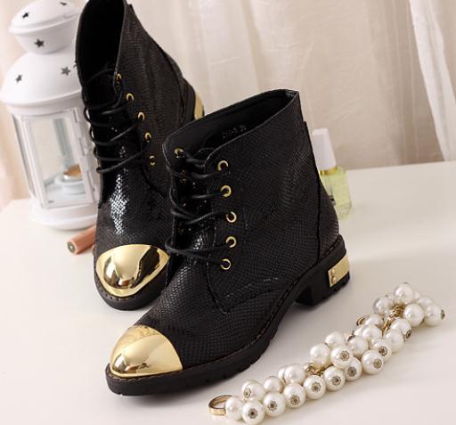供应2012秋季蛇皮纹新款新品铁头短靴机车靴马丁靴