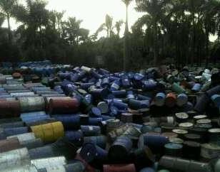 回收铁桶图片