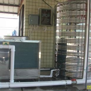 游泳池的恒温热水设备图片