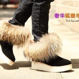 奢华羊皮毛一体冬季保暖雪地靴图片