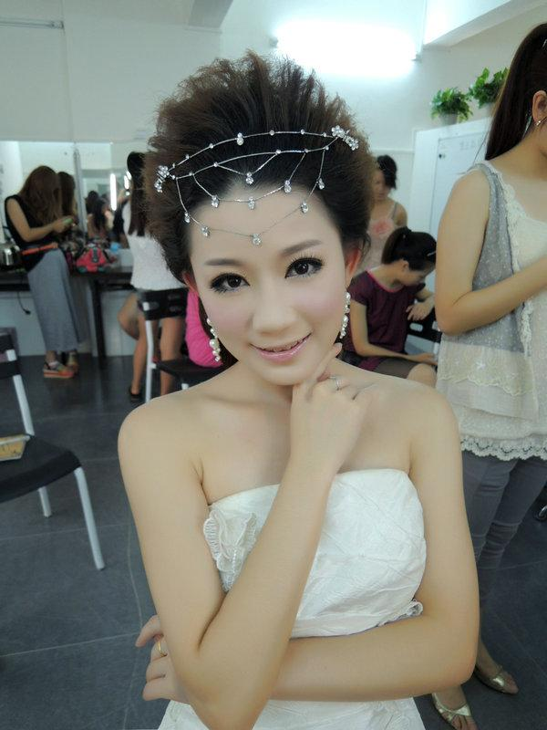 供应韩式新娘造型专班摘要:韩式新娘发型课程1盘包发