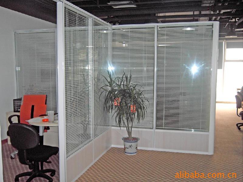 小办公室隔断效果图_办公室隔断装修效果图