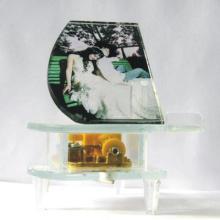 音乐盒生日礼物水晶钢琴结婚礼物八音盒个性刻字送男女朋友创批发