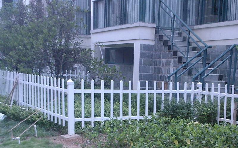 泉州烤漆别墅阳台护栏学校草坪护栏销售