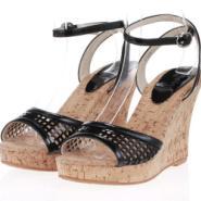 供应厂家直销时尚休闲百搭漆皮坡跟女鞋