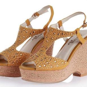 厂家直销时尚女性真皮凉鞋图片