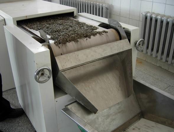 专业生产微波芝麻烘烤机
