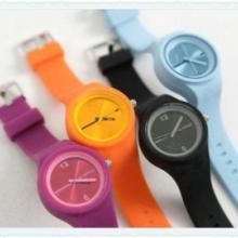 供应果冻表糖果色硅胶手表 最美丽休闲的手表  永生表业批发零售