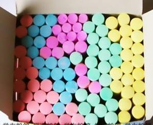 供应100支彩色粉笔