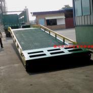 10吨叉车装卸平台生产各种登车桥图片