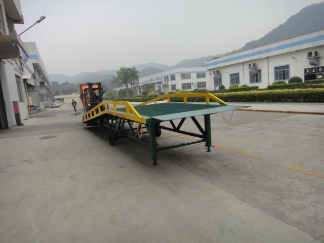 供应清远叉车装卸移动式液压登车桥   佛山三良机械生产厂家现货直销