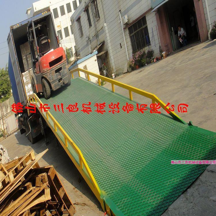 供应移动式叉车装柜桥供货商