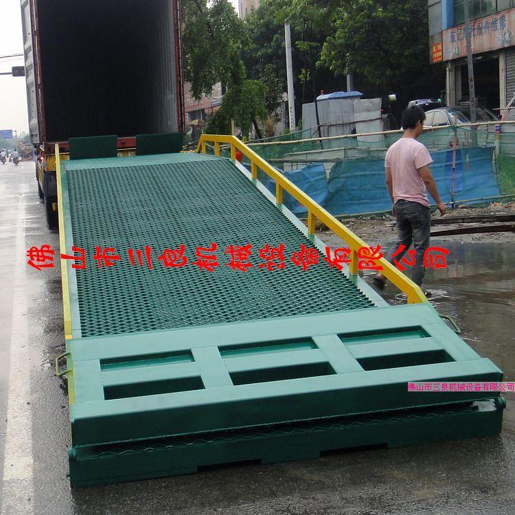 供应登车桥也是叉车装卸平台