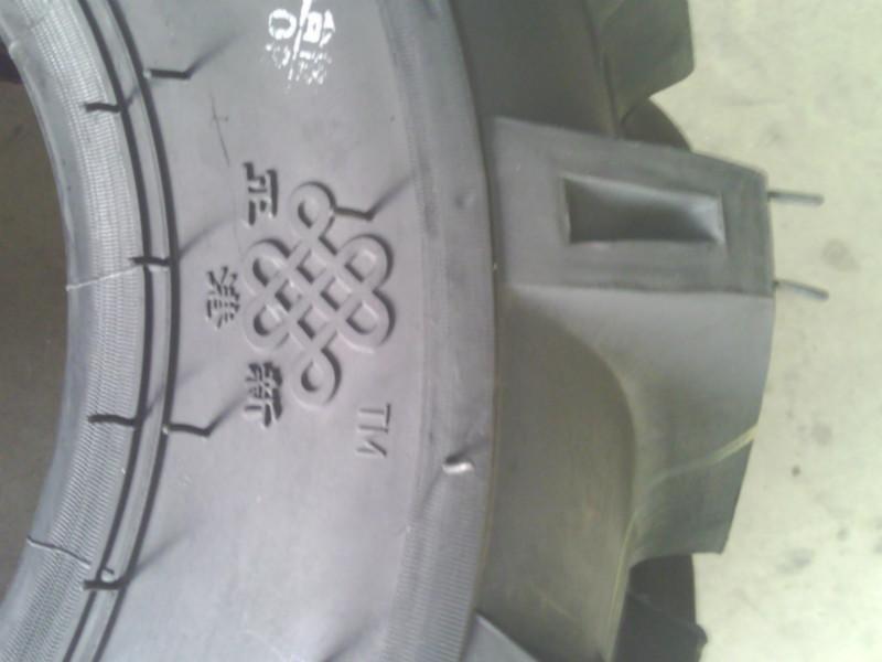 2手扶拖拉机轮胎 高清图片