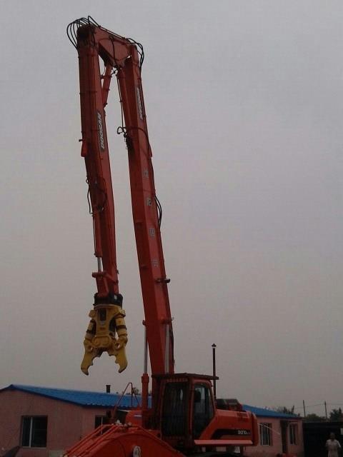 挖掘机拆楼臂 拆楼加长臂 20-32米三段式加长臂 配液压剪图片