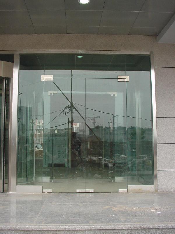 地弹簧玻璃门效果图_无框玻璃门图片|无框玻璃门样板图|无框玻璃门效果图_安徽新圣 ...