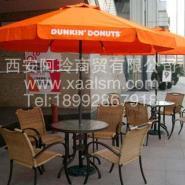银川广场休闲桌椅步行街休闲桌椅图片