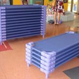 幼儿床幼儿塑料桌椅儿童组合滑梯厂 幼儿桌椅幼儿床儿童组合滑梯厂