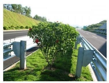 供应山东三波波形梁钢护栏板产生厂家图片