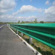 专业生产热镀锌+喷塑护栏板立柱图片