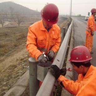 深圳波形梁钢护栏供货商图片