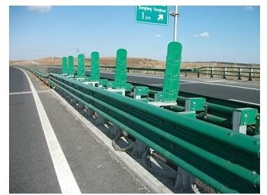 供应山东高速公路防撞护栏产生厂家高速公路防撞护栏三波