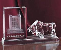 水晶华尔街金牛内雕纪念品图片