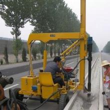 供应江西江苏湖南湖北公路波形护栏安装高速公路波形护栏打桩钻孔施工公路交安工程图片
