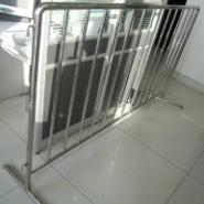 隔离护栏不锈钢隔离活动护栏图片
