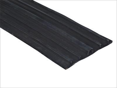 砟轨道的发展方向该结构由钢轨扣件双块式轨枕道床板