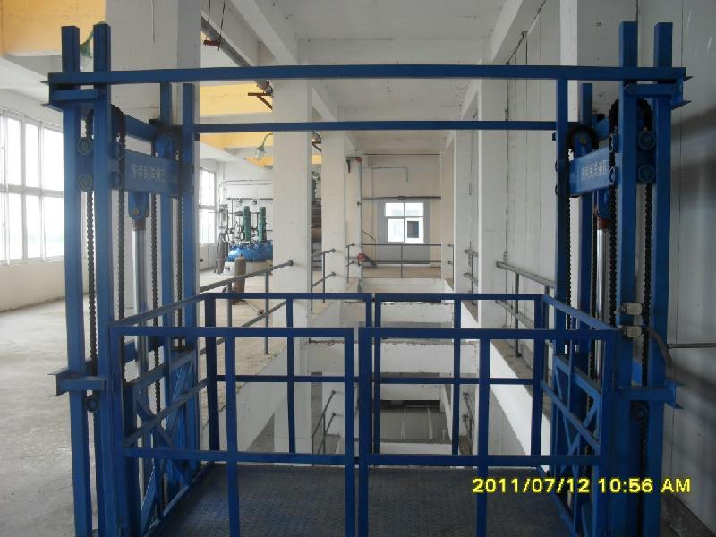 厂家供应链条导轨式液压升降货梯图片