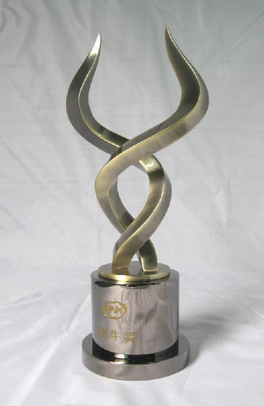供应铜牛角奖杯,伊利铜牛奖杯,伊得铜牛角奖杯,金牛角奖杯,银牛角奖杯