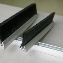 供应昆山扶梯毛刷底座铝型材挤压生产批发