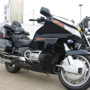防城港本田金翼1800摩托车报价图片